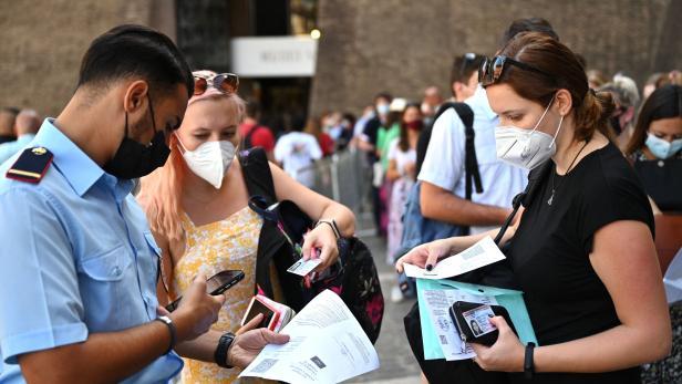 FILES-ITALY-TOURISM-HEALTH-VIRUS