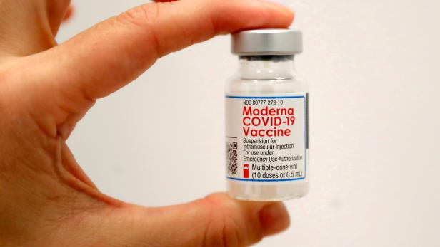 FILE PHOTO: SOMOS Community Care administers Moderna COVID-19 Vaccine at pop-up site in New York