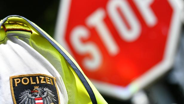 THEMENBILD: VERKEHRSERZIEHUNG / SICHERHEIT / POLIZEI