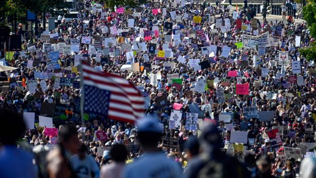 TOPSHOT-US-abortion-rights-protest