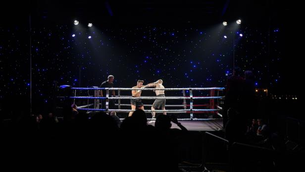 BRITAIN-SPORT-BOXING-LIFESTYLE-OFFBEAT