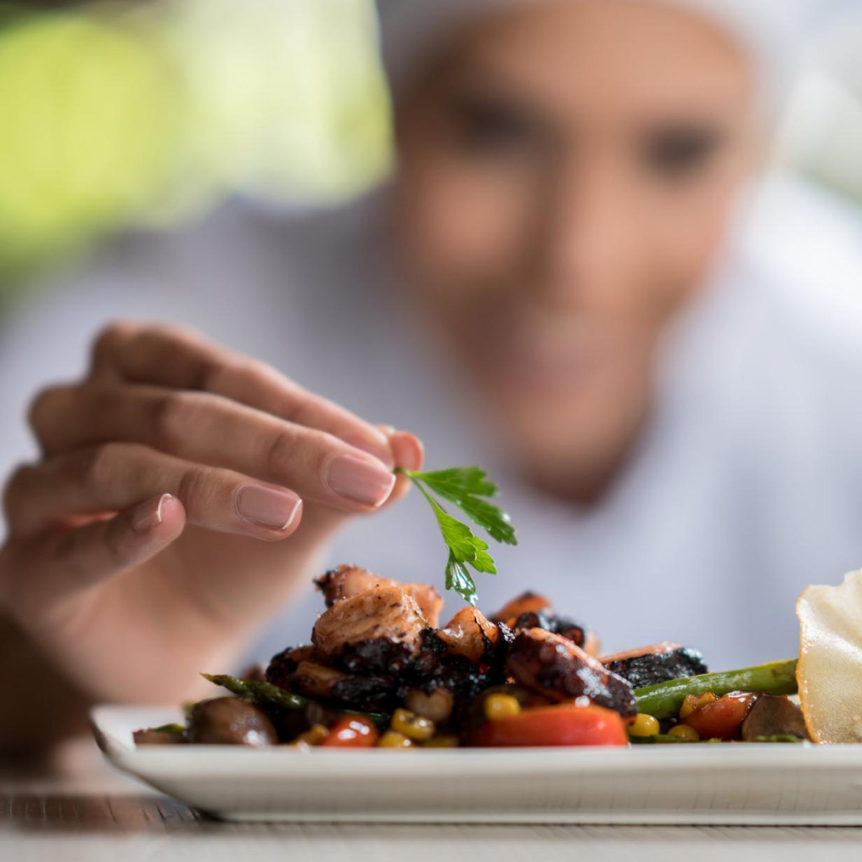 Köchin nach 31 Jahren gekündigt: Gastwirt wollte sich 30.000 Euro sparen