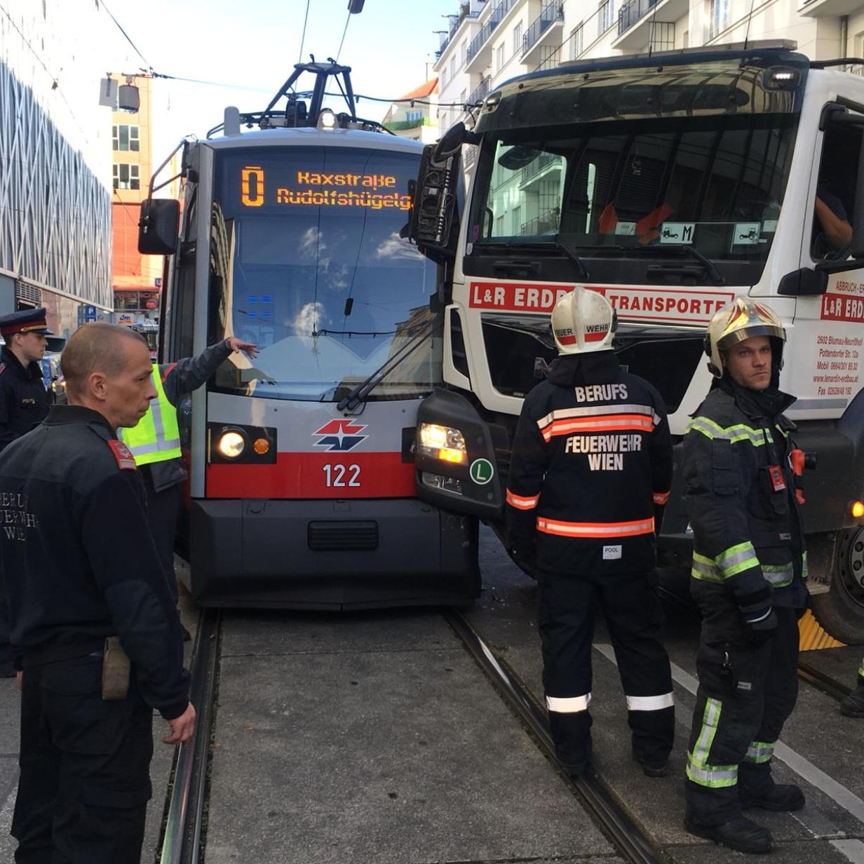 Wien Mitte Lkw Mit Straßenbahn Kollidiert Kurierat