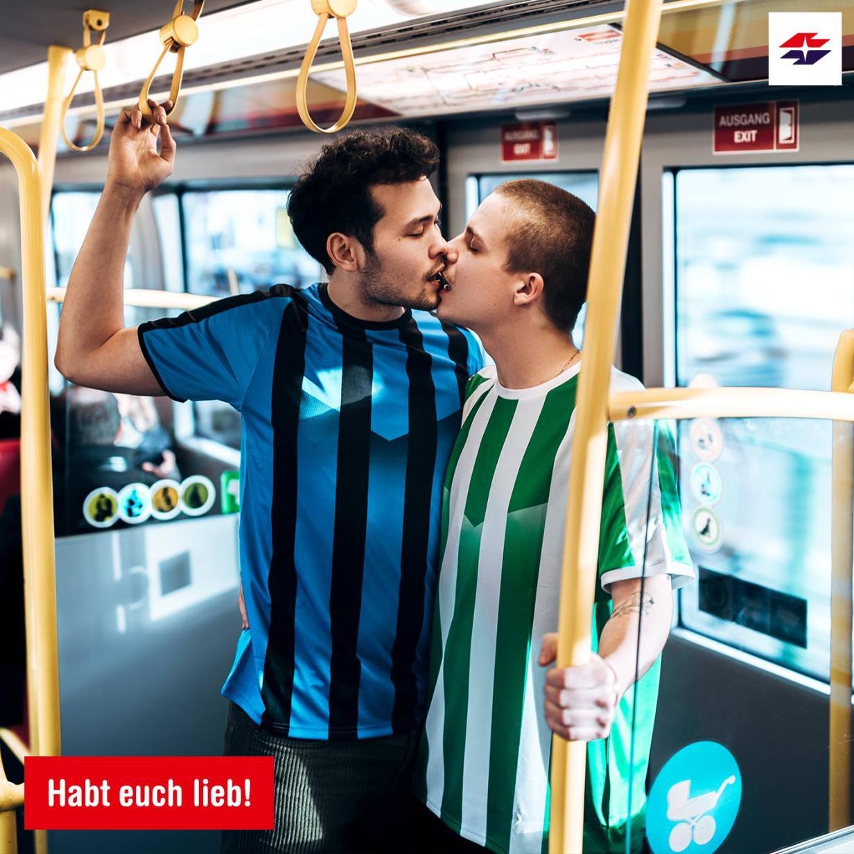 Rapid Küsst Inter Fan Posting Der Wiener Linien Polarisiert