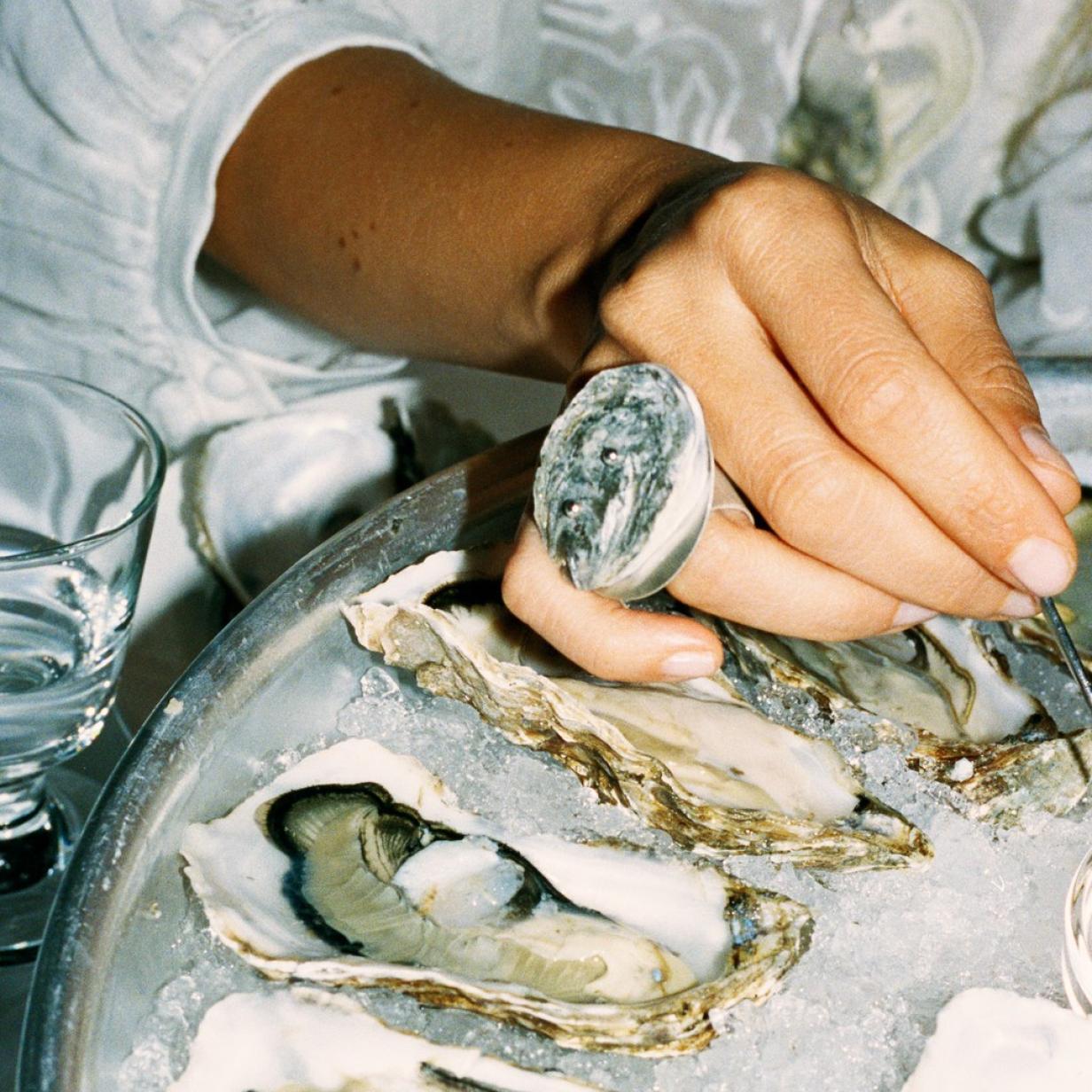 Recycling: Aus geschlürften Austern wird jetzt Schmuck