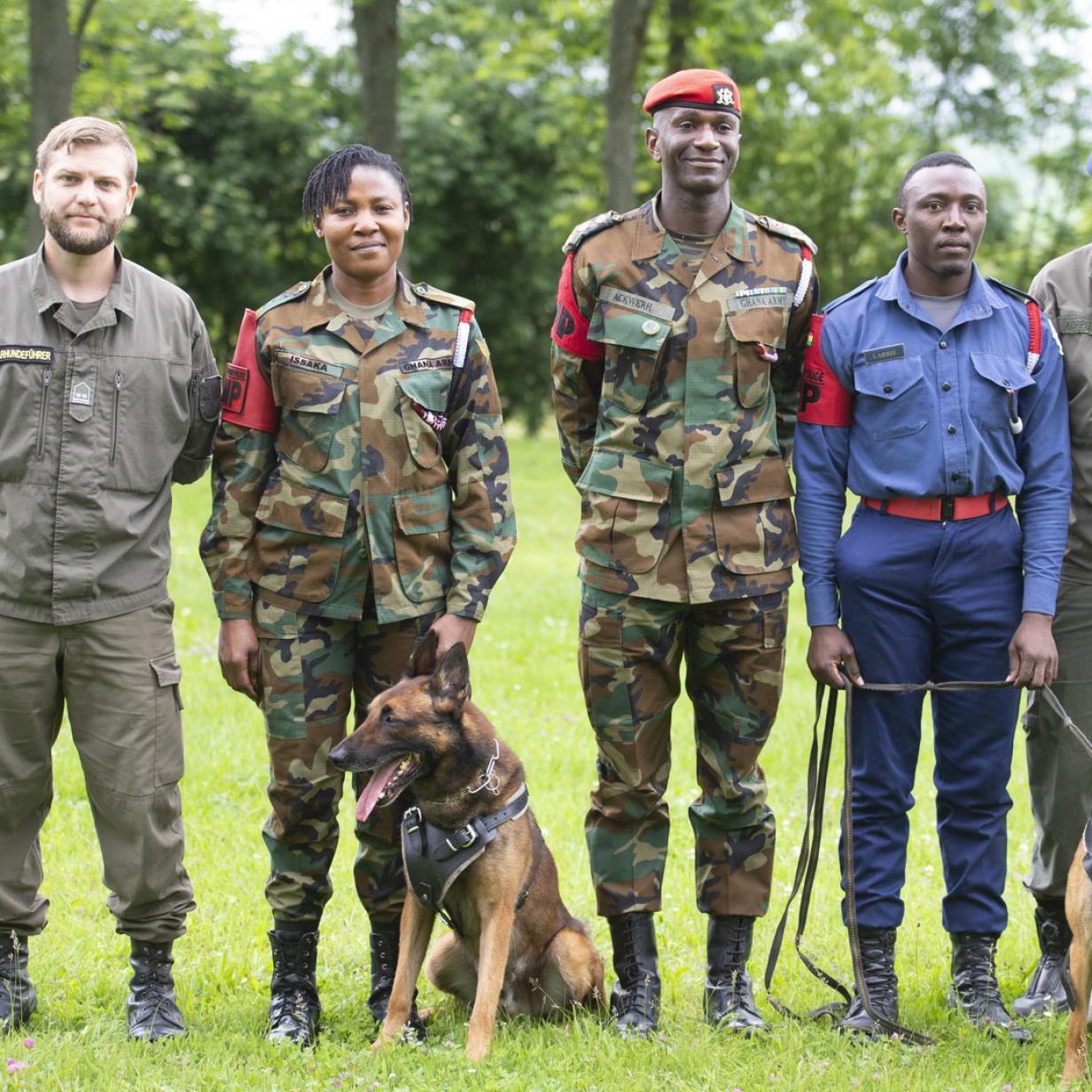 Militärhundeführer aus Afrika werden im Burgenland ausgebildet