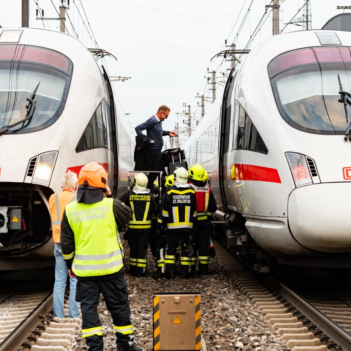 200 Fahrgäste mussten aus defektem ICE evakuiert werden