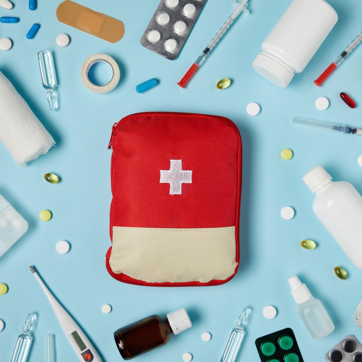 Reiseapotheke: Diese Medikamente gehören ins Urlaubsgepäck