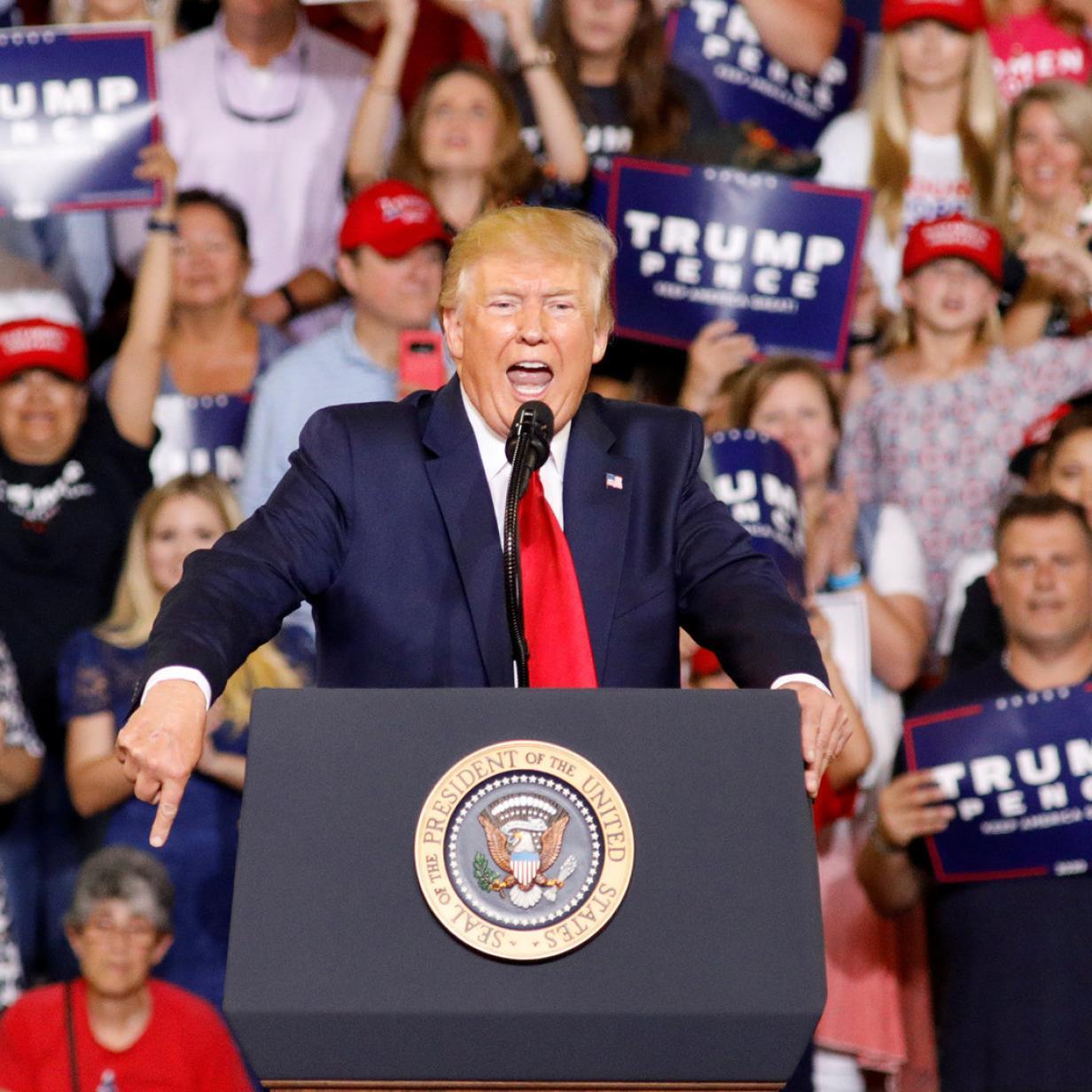 Trump attackiert erneut Demokratinnen und stachelt Hass-Chöre an