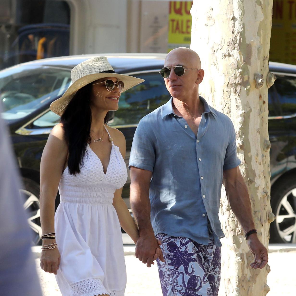 Wie dekadent Amazon-Boss Jeff Bezos mit seiner neuen Freundin urlaubt