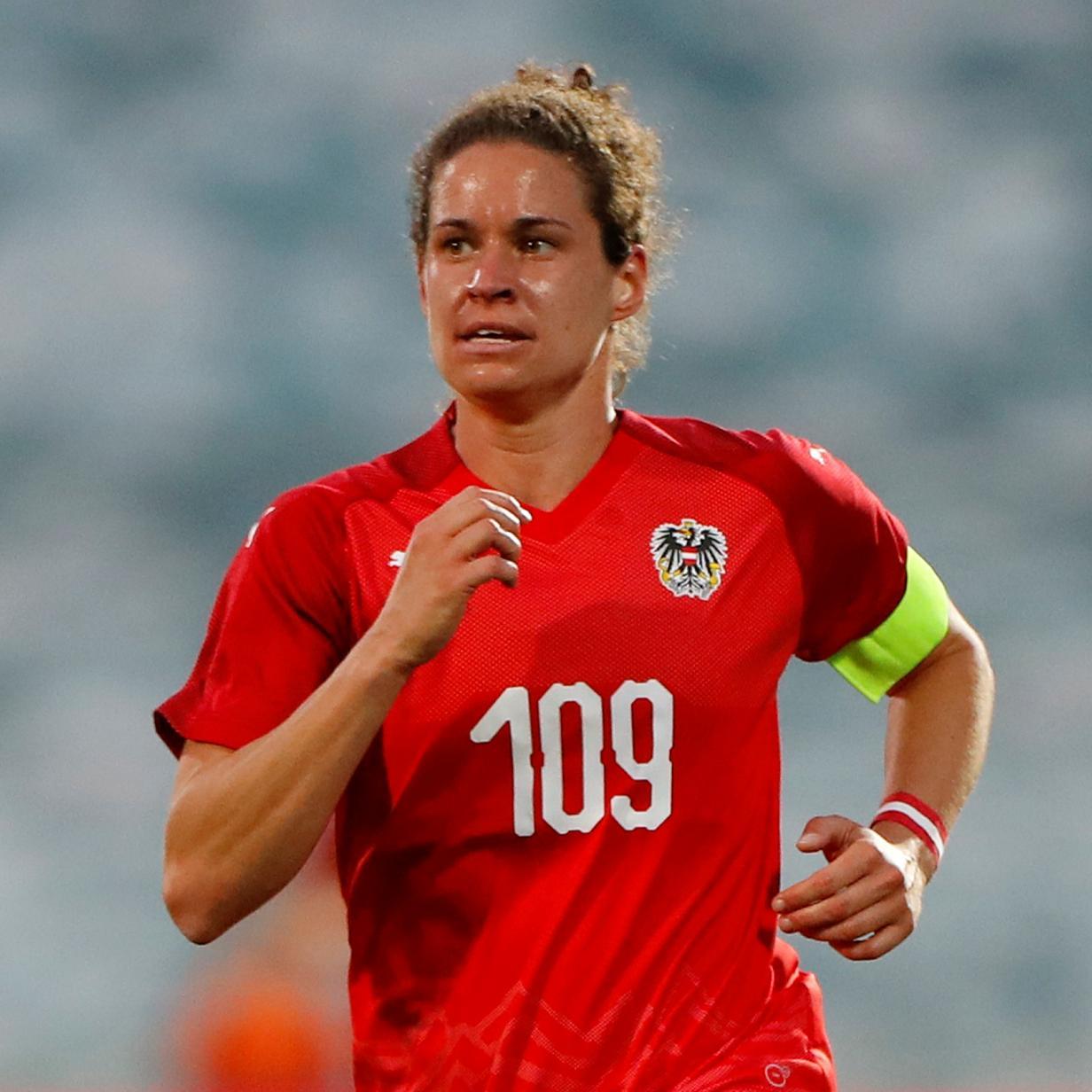 Fußball-Splitter: Nina Burger trifft vier Mal