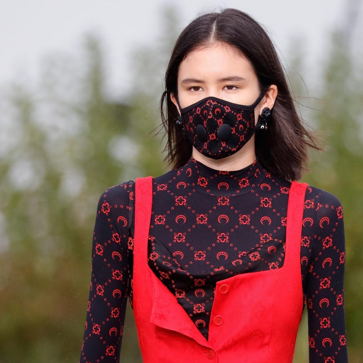Paris Fashion Week: Zwischen Mundschutz und Baumdekoration