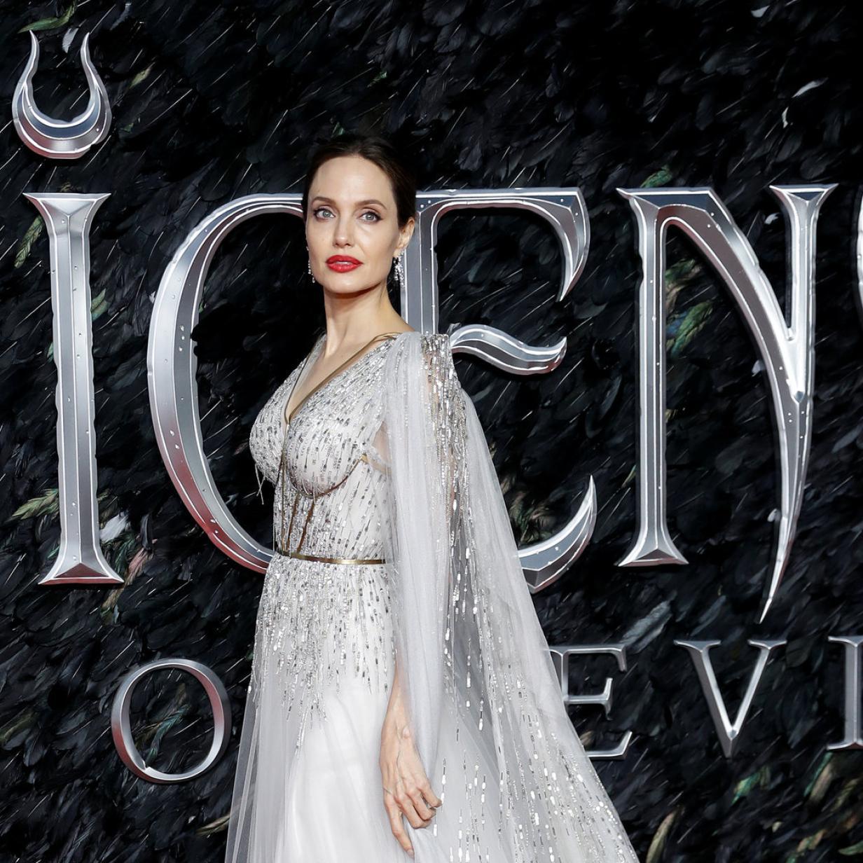 Angelina Jolie dreht auf: Ihre neuen Glamour-Kleider