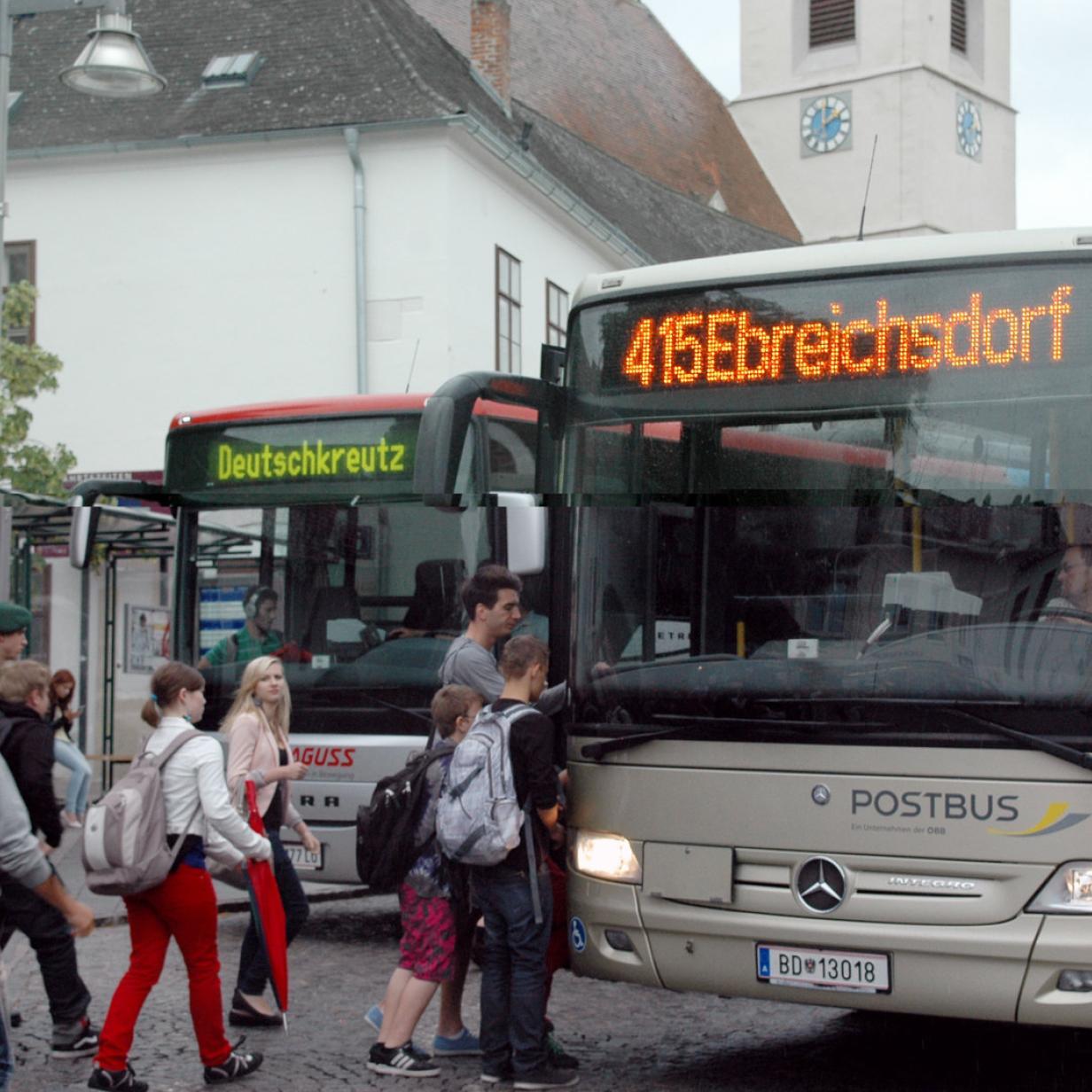 Das Land will die Schülertransporte selbst regeln