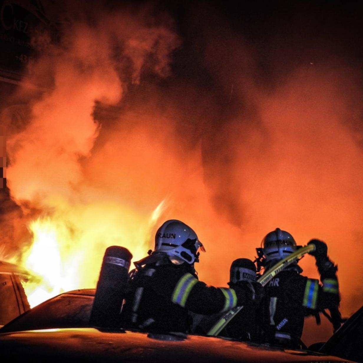 Traun: Feuer vor Kfz-Betrieb ist gelegt worden