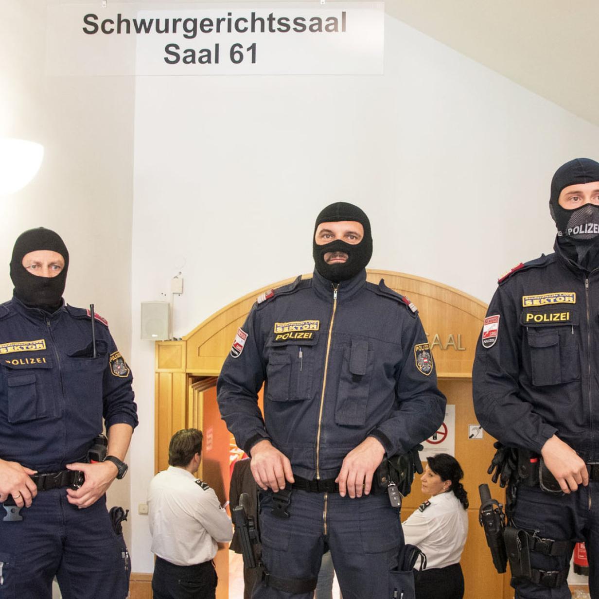 Mutmaßlicher Staatsverweigerer und Holocaust-Leugner vor Gericht