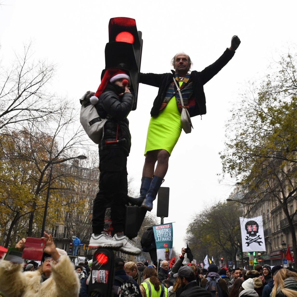 Größter Protest in Macrons Amtszeit: Verkehr steht still