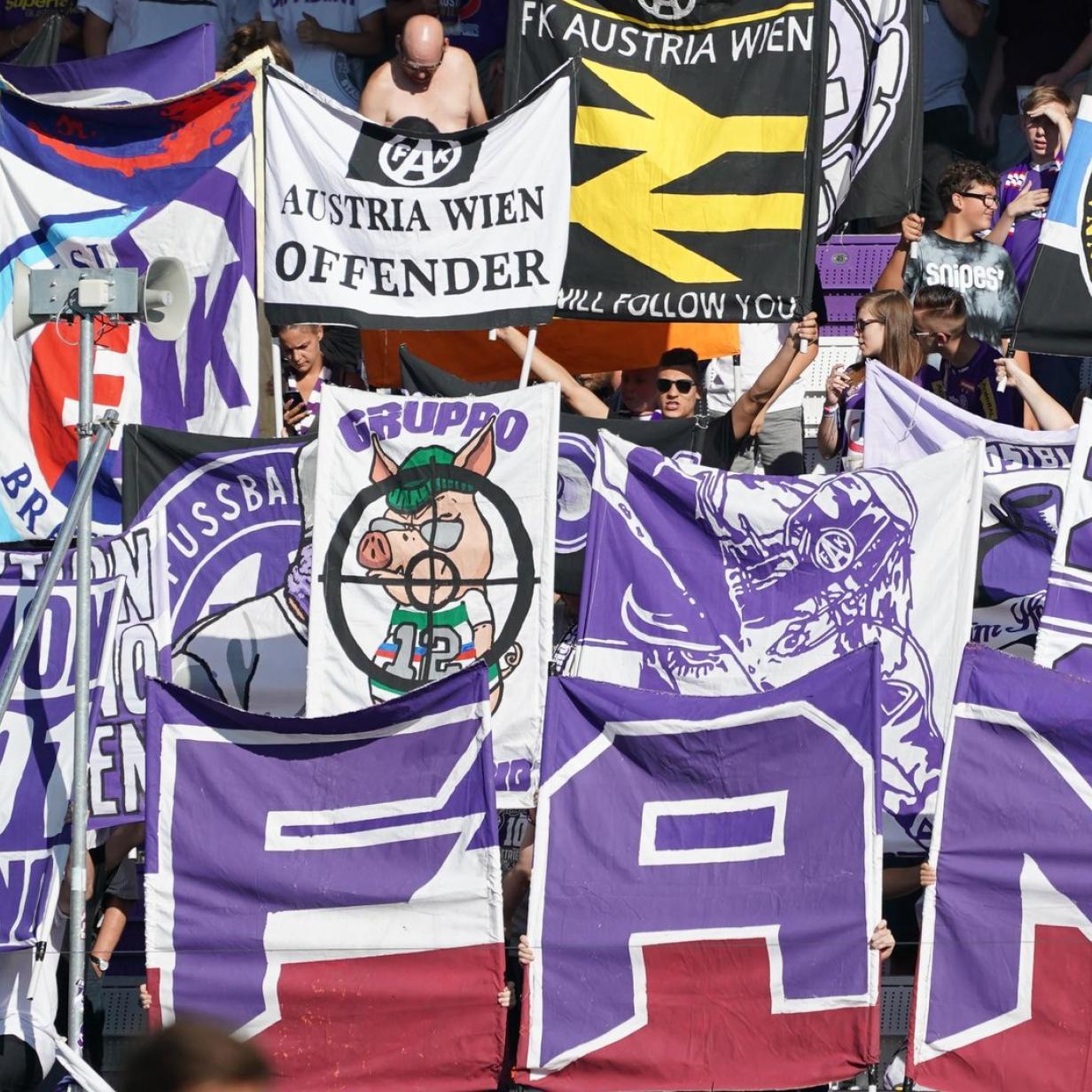 Skandal beim Wiener Derby: Austria-Fans hissten Nazi-Flagge
