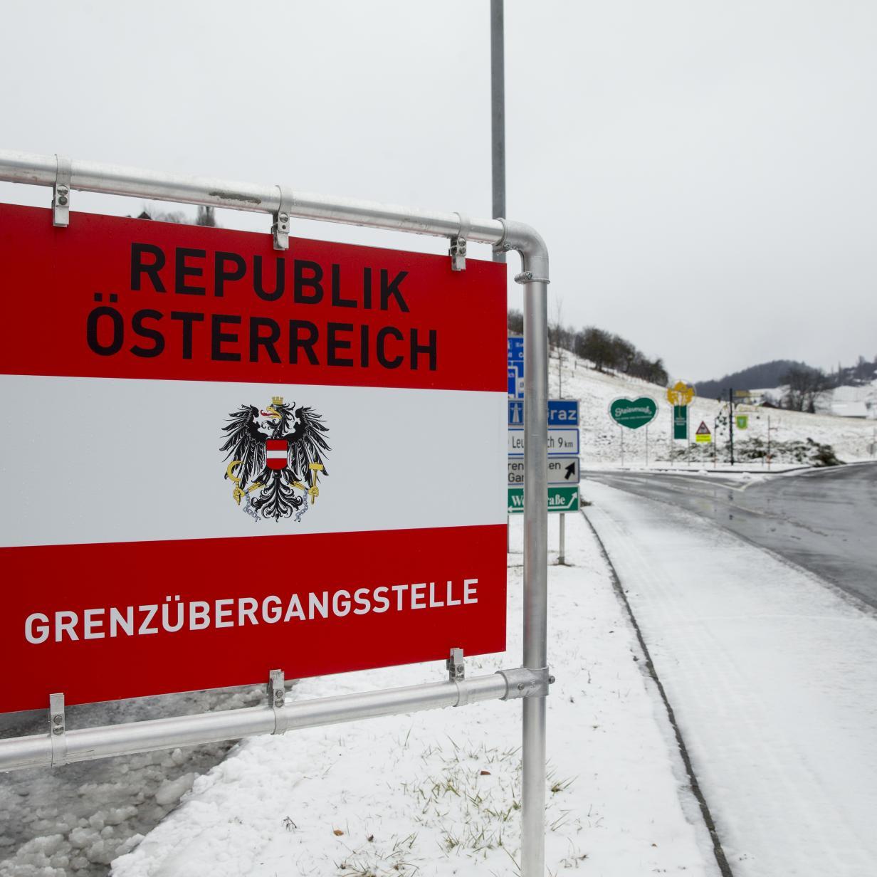 Flüchtlinge zwischen Farbdosen versteckt: In Wien aus Lkw gesprungen