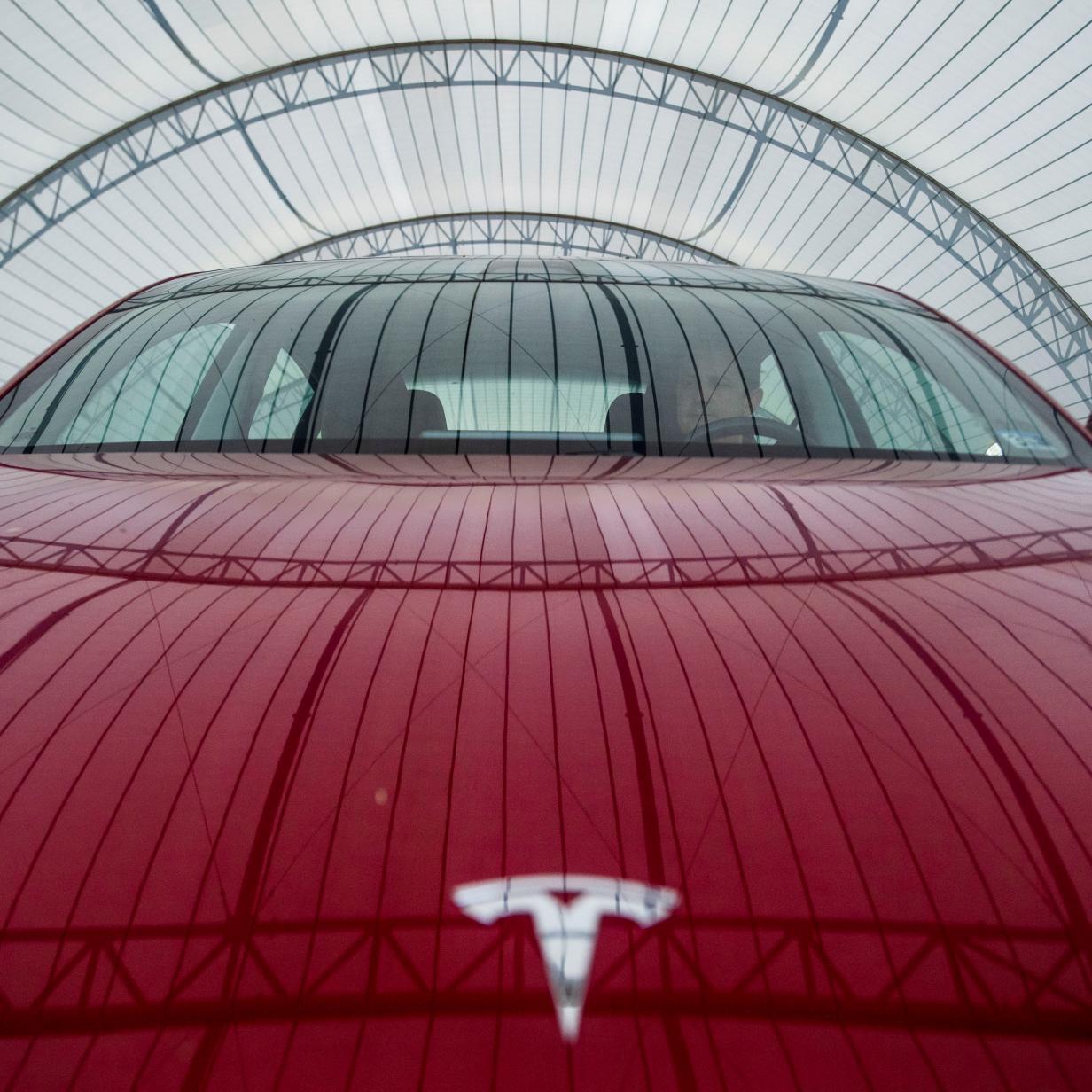 Tesla an Börse erstmals mehr als 100 Milliarden Dollar wert