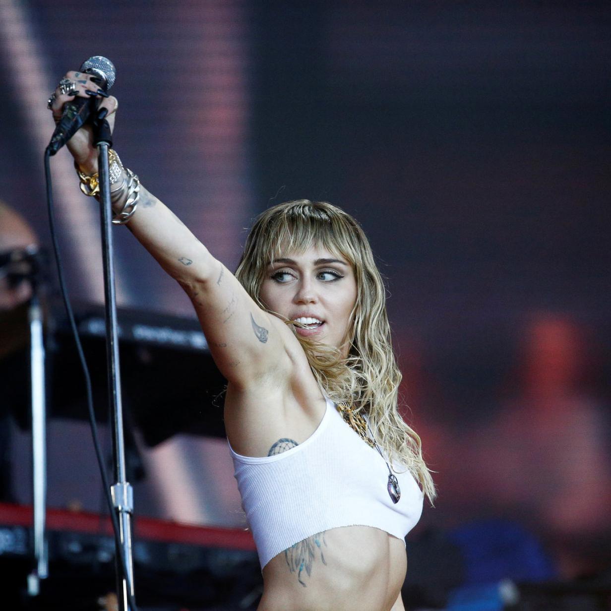 Alles neu: Miley Cyrus hat sich von ihren langen Haaren getrennt