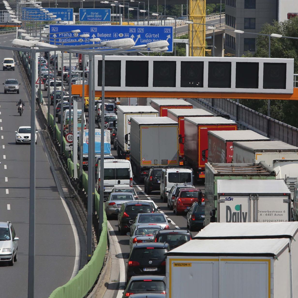 A2: Unfall sorgt für Stau Richtung Wien