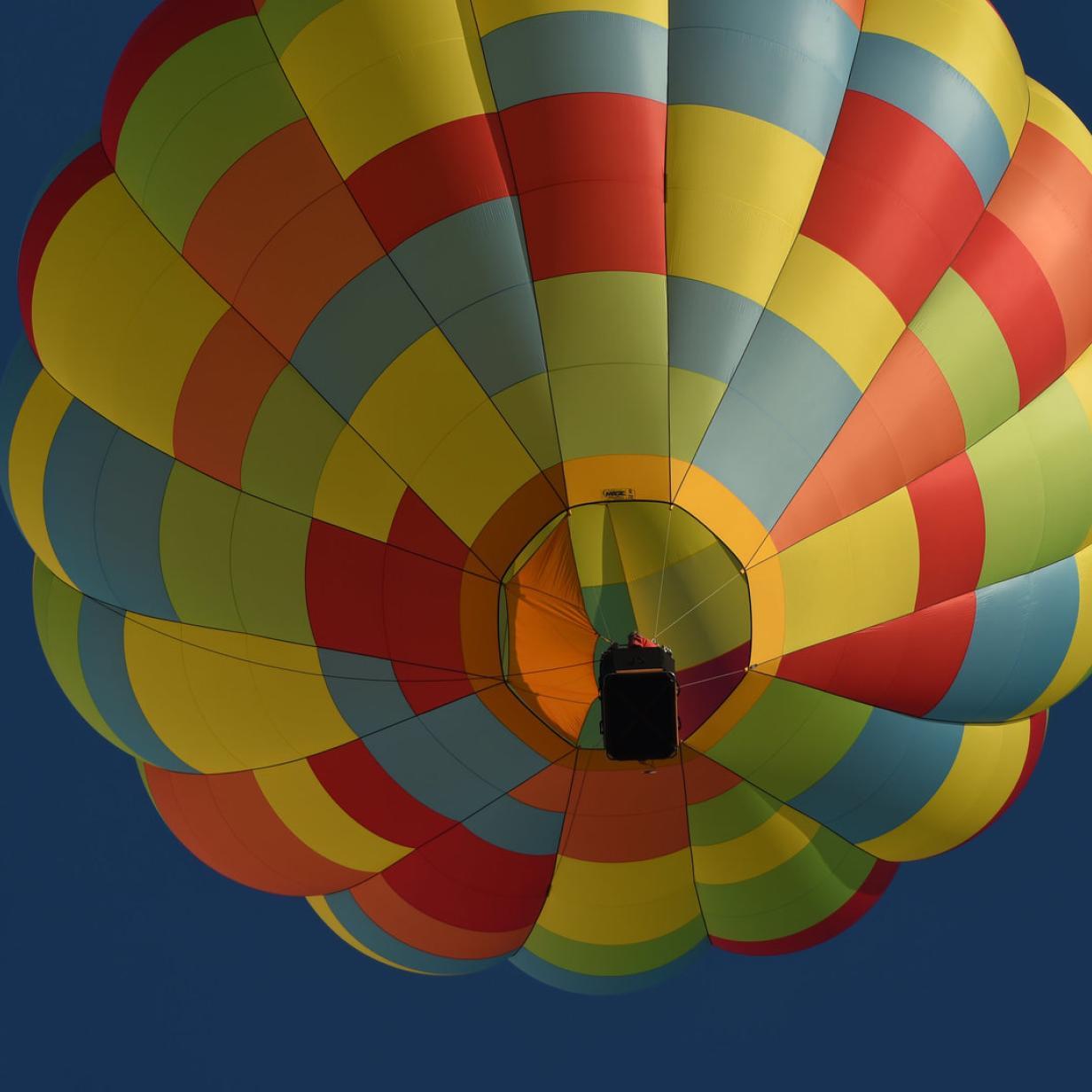 Heißluftballon musste auf Skipiste notlanden