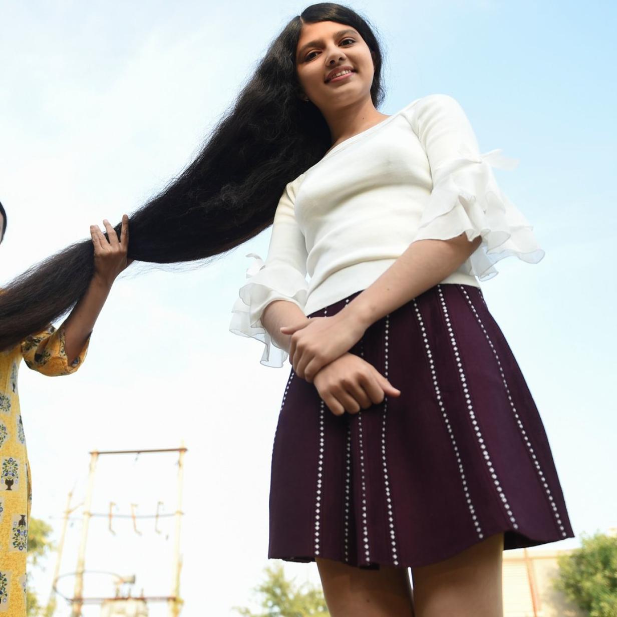 """1,90 Meter: Inderin ist """"Teenager mit längsten Haaren der Welt"""""""