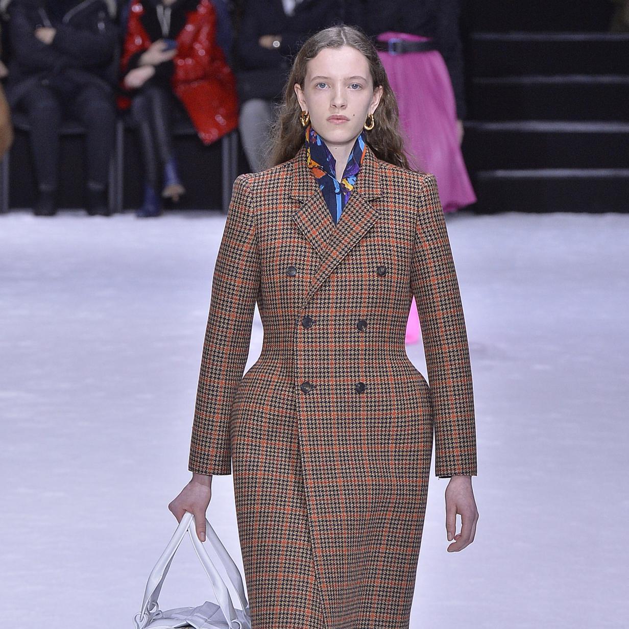 Kleider um 100.000 Euro: Balenciaga kehrt zur Haute Couture zurück