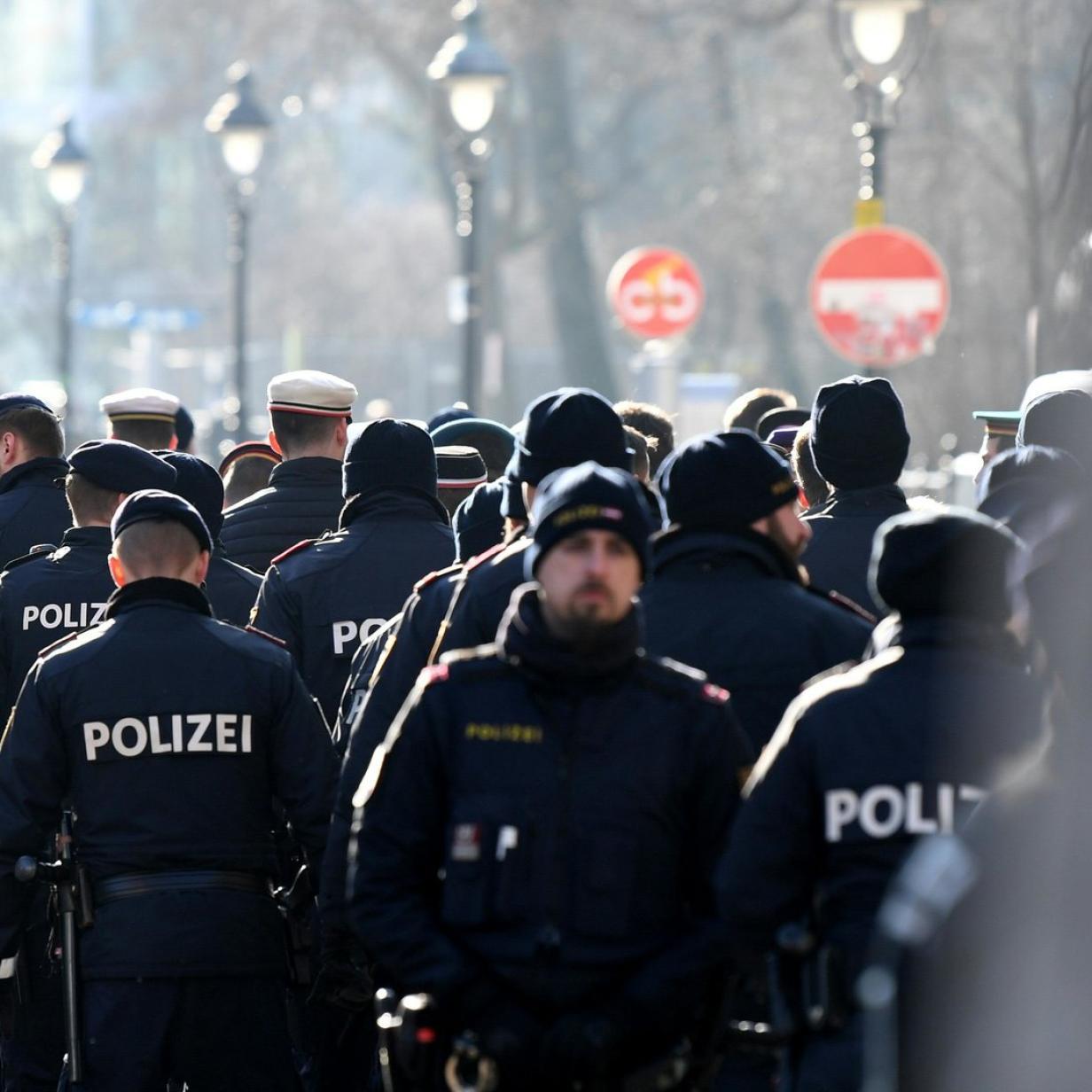 Neos wollen Namensschilder für Polizisten