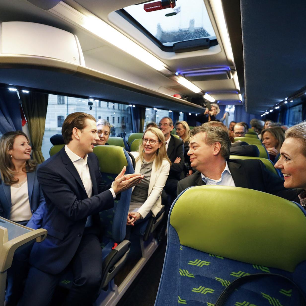 Klassenfahrt-Feeling im Koalitionsbus