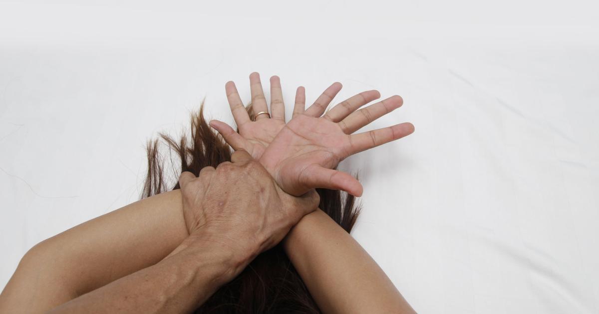 BDSM-Meinen-Status-als-Sklavin-zeige-ich-nicht-mehr-nach-au-en-