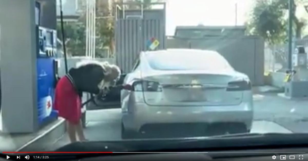 Sehen Sie hier: Wenn das Tanken beim Tesla nicht klappt
