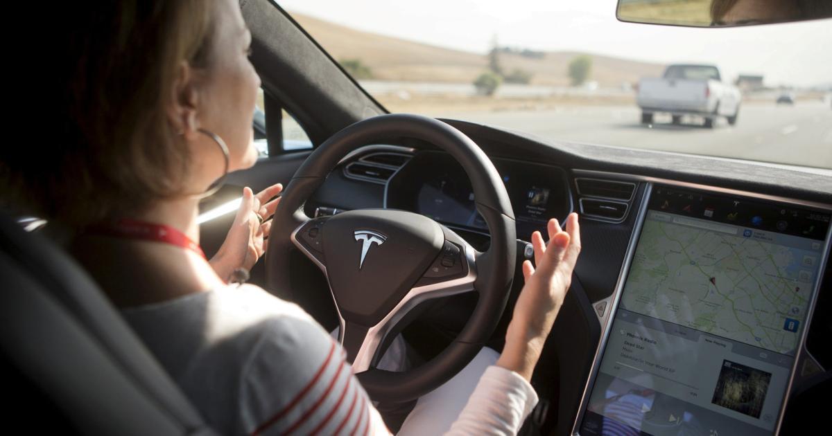 Freihändig Fahren auf der Autobahn? Kritik an Gesetzesentwurf