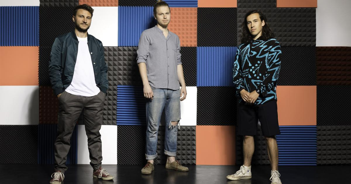 """Berufsmusiker-Trio mit """"Quetschn-Pop"""" und Synthesizer"""