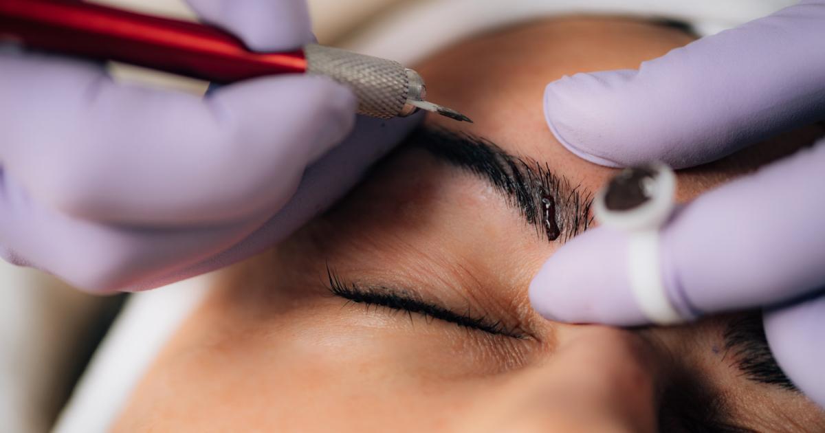 Microblading-Horror-Britin-verl-sst-Salon-mit-vier-Augenbrauen