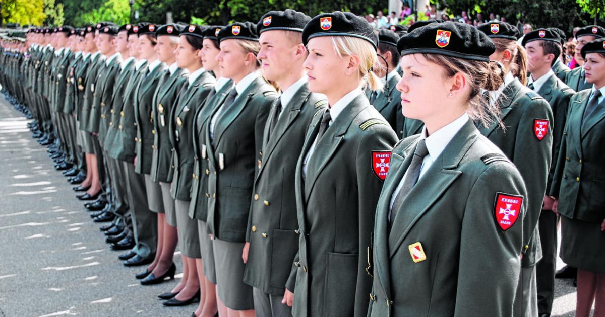 Verteidigungsminister schließt Schule des Militärs