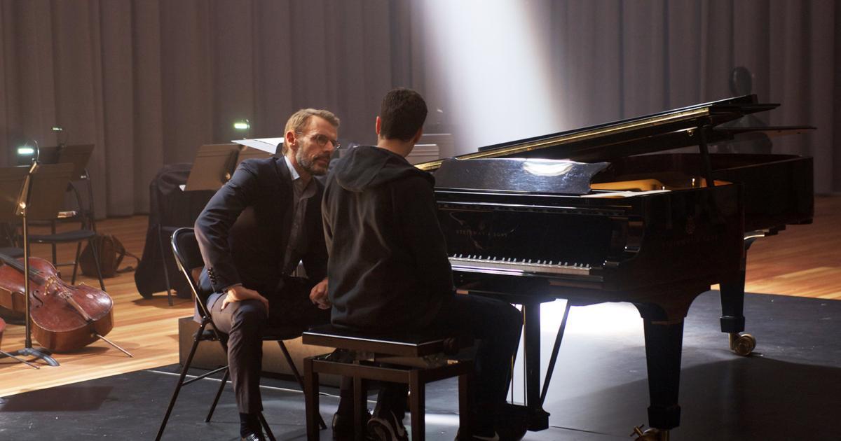 Filmkritik-zu-Der-Klavierspieler-vom-Gard-Du-Nord-Klavierstunden-statt-Haftstrafe