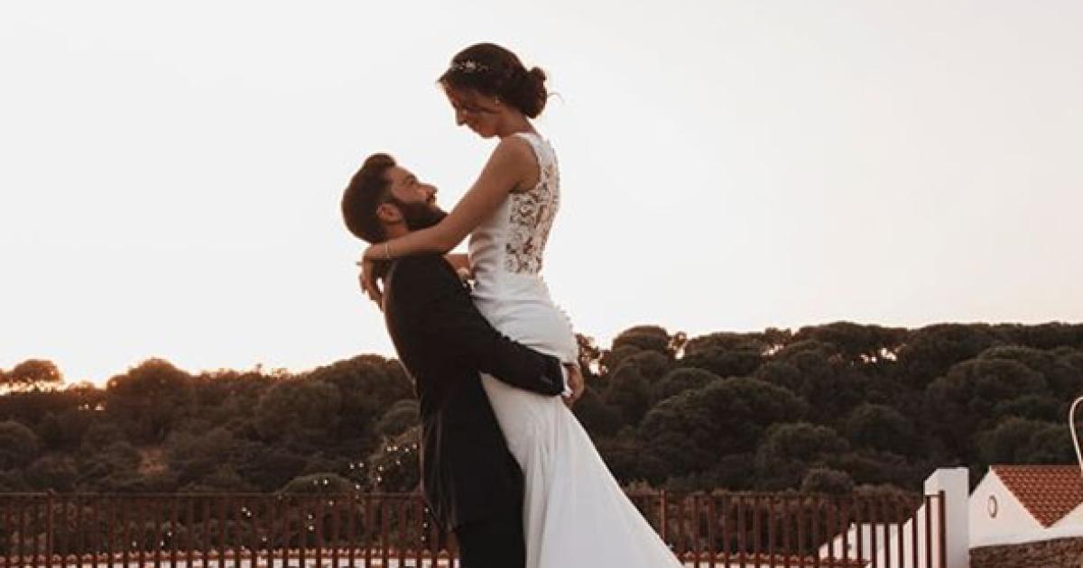 Modelabel verschenkt Brautkleider an verlobte Spitalsmitarbeiterinnen