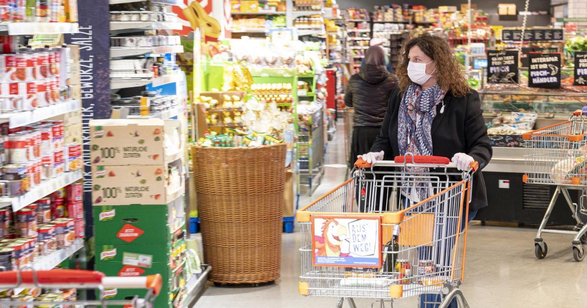 Supermärkte: Masken gingen am ersten Tag aus