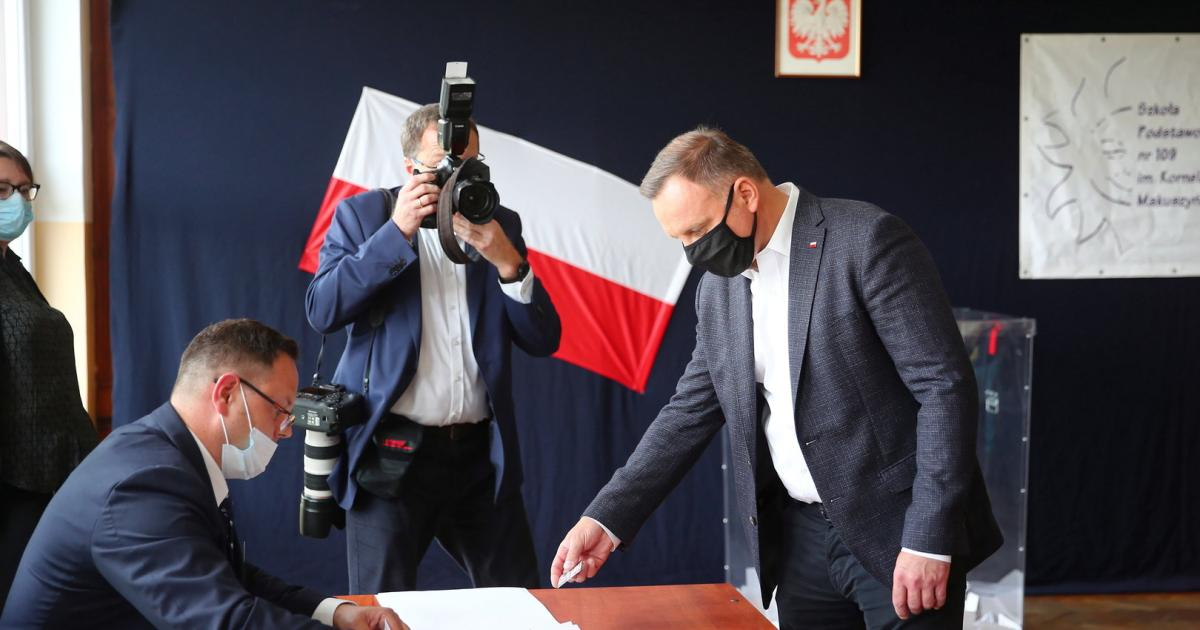 Polen: Amtsinhaber Duda nach ersten Prognosen knapp vorne