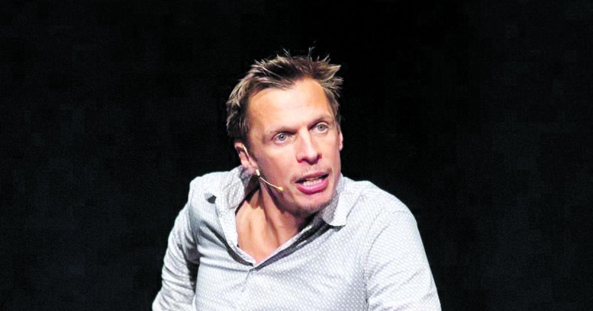 "Kabarettist Klaus Eckel: ""Wäre jetzt lieber Waffenhändler"""