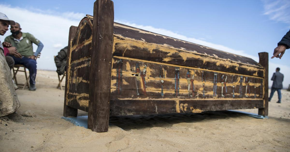Ägyptische Archäologen präsentieren 52 Sarkophage
