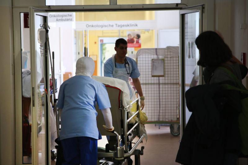 Krankenkassen: Freie Jobs für blaue Manager und Ärzte gesucht?
