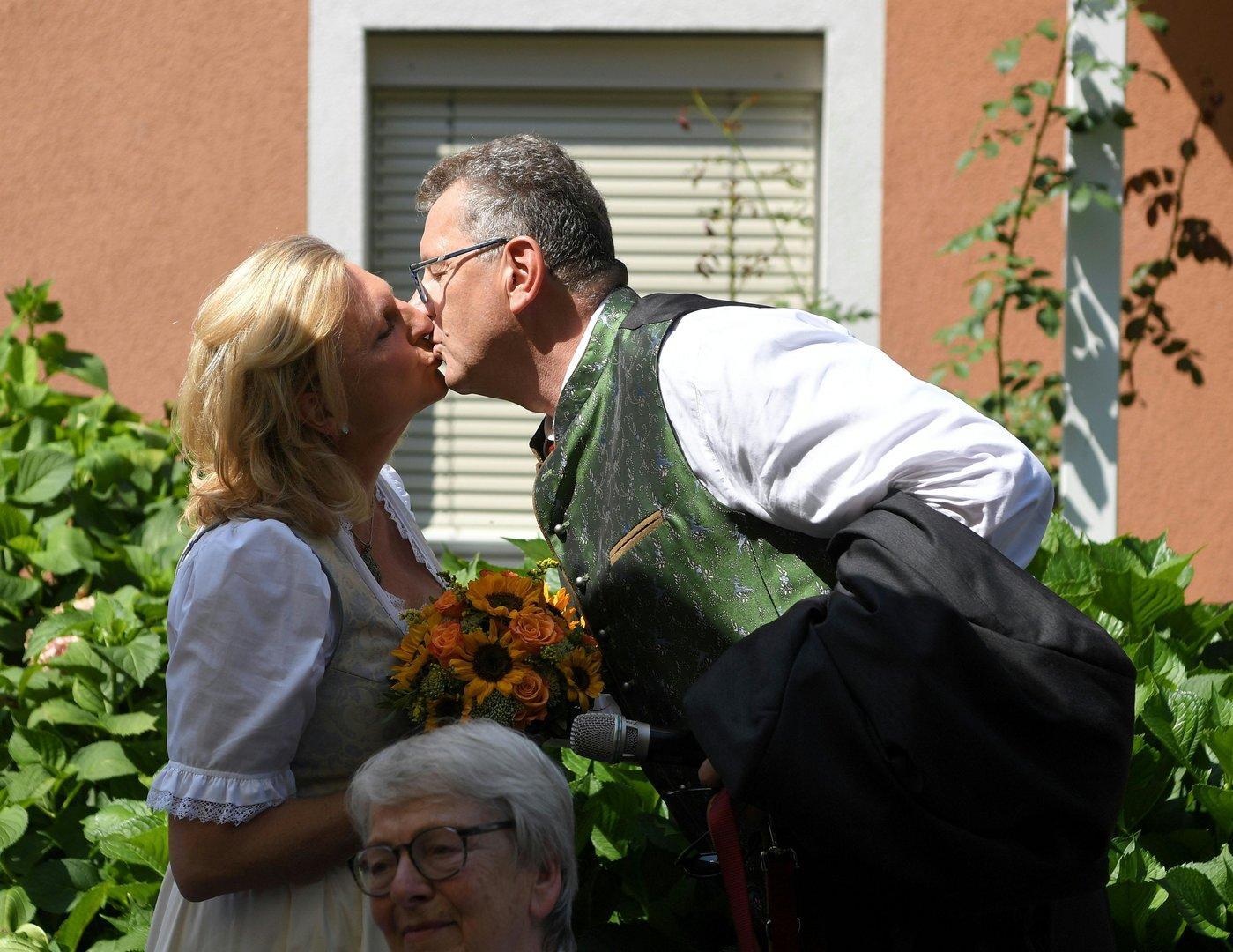 Hochzeit von Karin Kneissl: Die ersten Bilder aus Gamlitz