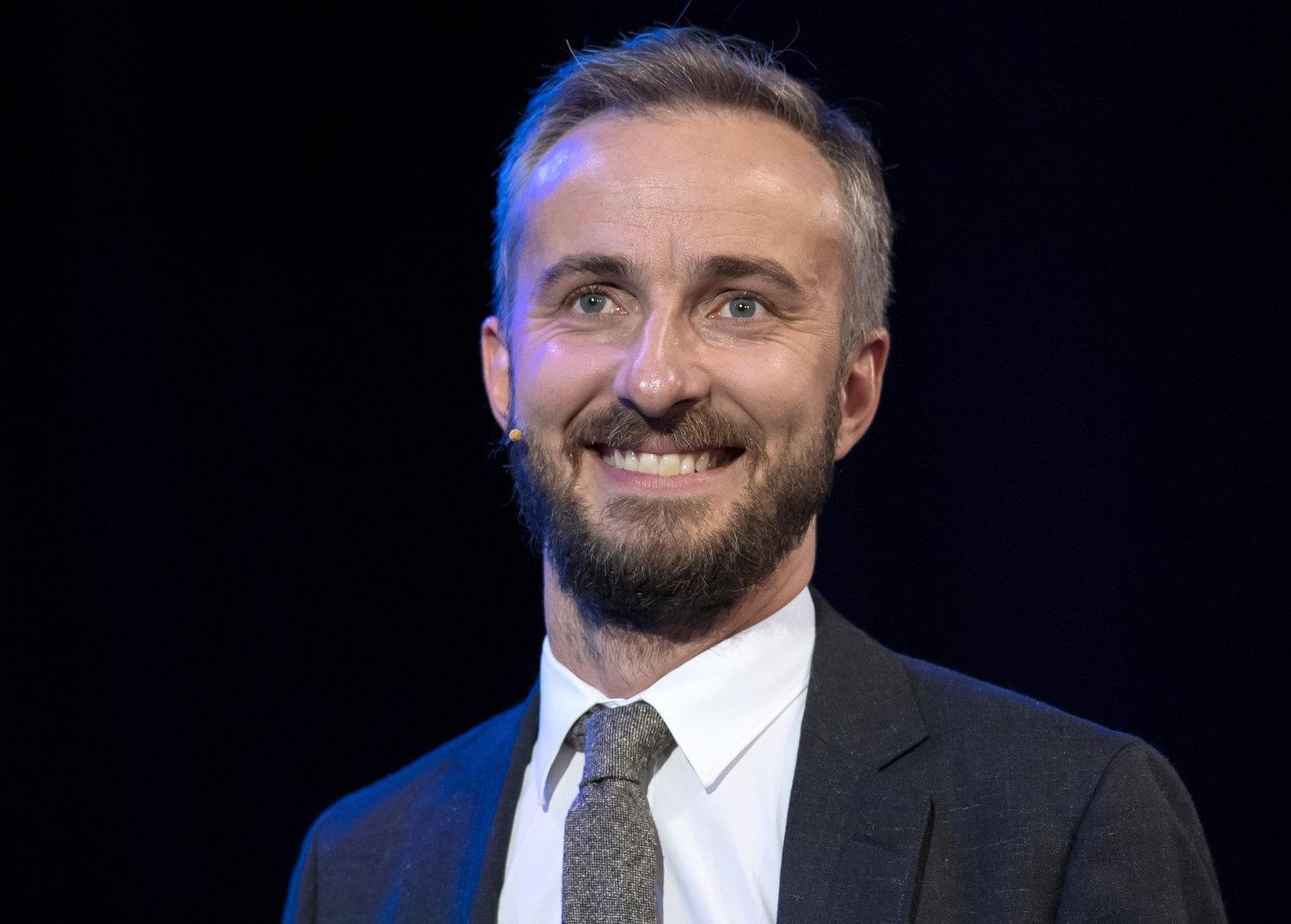 """Böhmermann verabschiedete sich singend vom """"Neo Magazin Royale"""""""