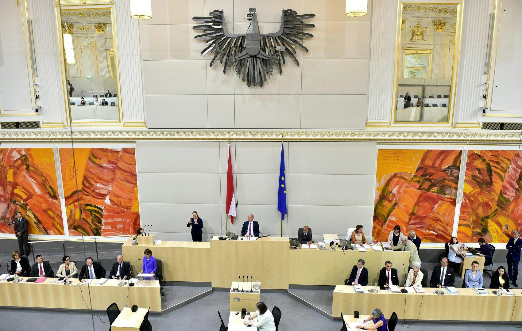 Heute im Parlament: Papamonat, Volksanwälte-Wahl und eine Auslieferung
