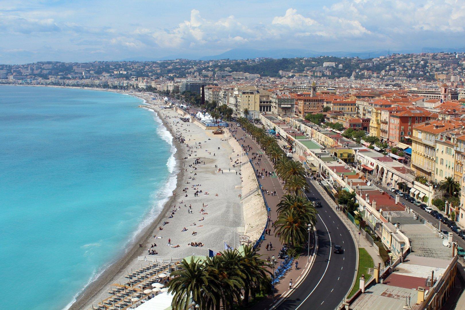 Terrorattacke in Nizza: Eine Frau soll enthauptet worden sein