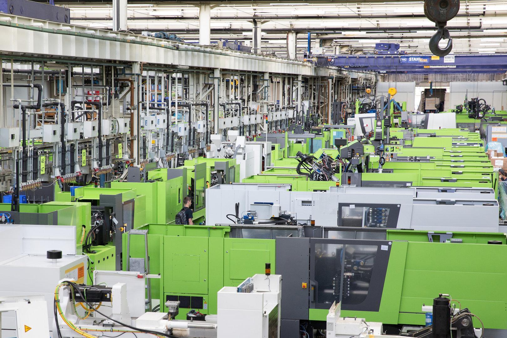 Maschinenbauer Engel baut 50 Leasing-Mitarbeiter in St. Valentin ab