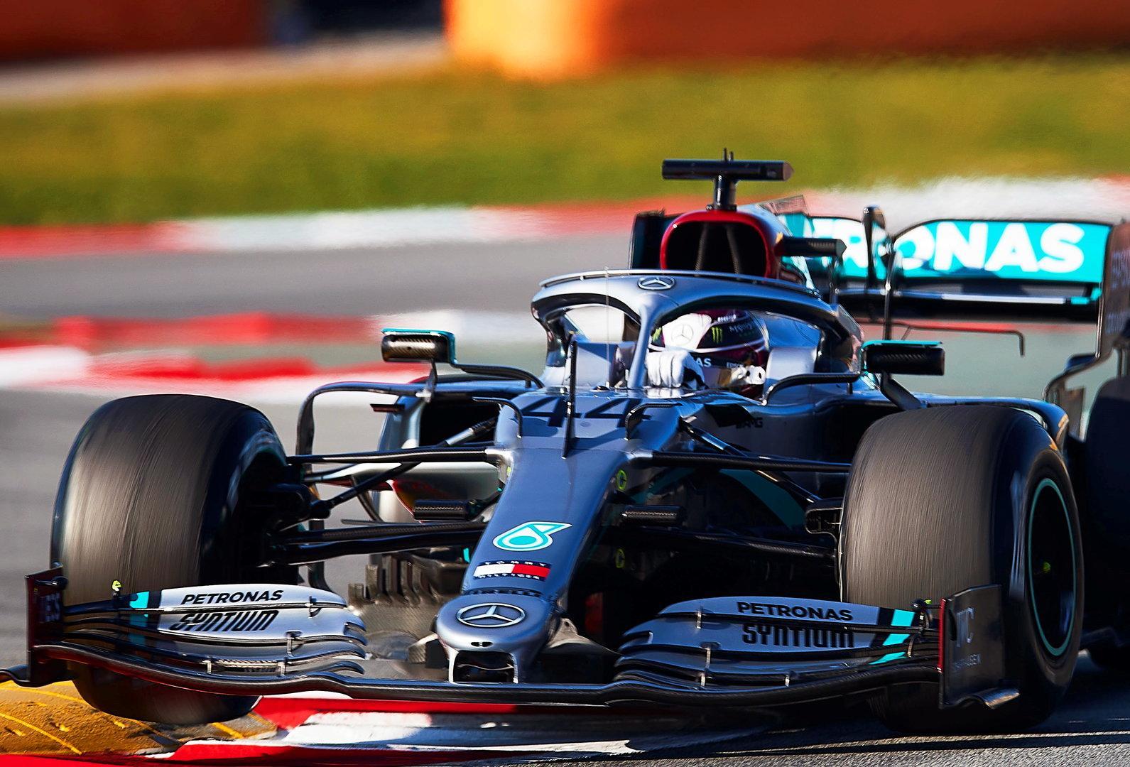 Rätsel um Mercedes und den neuen Lenkrad-Trick